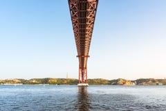 Ponte 25 De Abril Przerzucający most Sławny Architektoniczny Celowniczy Lisbon Port Obrazy Royalty Free