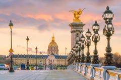 A ponte de Alexander III através de Seine River em Paris imagem de stock royalty free