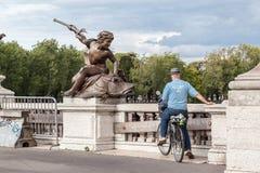 Ponte de Alexander III da escultura Fotografia de Stock