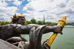 Ponte de Alexander III (pont Alexandre III) em Paris Fotos de Stock Royalty Free