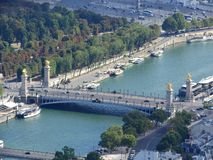 Ponte de Alexander III sobre o Seine em Paris, França fotos de stock royalty free