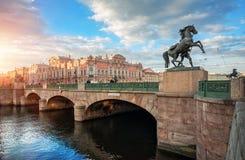 Ponte de Anichkov em St Petersburg Fotografia de Stock