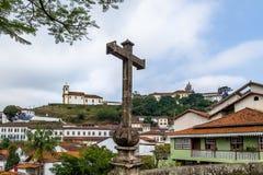 Ponte de Antonio Dias Antonio Dias Bridge y Merces de Baixo Church - Ouro Preto, Minas Gerais, el Brasil Foto de archivo libre de regalías
