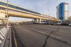 A ponte de Bagration e eleva-se a Moscou-cidade 2000 do centro de negócios Fotos de Stock Royalty Free