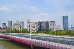 Ponte de Bailianjing & construções modernas Fotos de Stock Royalty Free