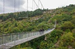 Ponte de balanço de Khndzoresk Ponte de suspensão sobre o nea do desfiladeiro Fotografia de Stock Royalty Free