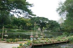 Ponte de bambu com flor Imagens de Stock