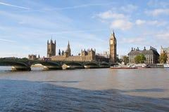 A ponte de Ben grande e de Westminster em Londres Imagens de Stock