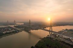 A ponte de Bhumibol igualmente conhecida como Ring Road Bridge industrial é Fotografia de Stock