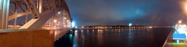Ponte de Bolsheokhtinsky em St Petersburg fotografia de stock