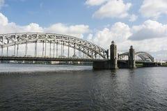 Ponte de Bolsheokhtinsky na tarde St Petersburg Imagens de Stock