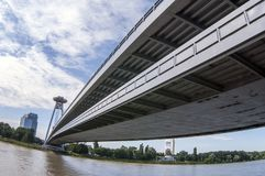 Ponte de Bratislava sobre o Danúbio imagens de stock royalty free