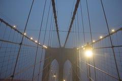 A ponte de Brookly na noite Foto de Stock Royalty Free