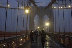 A ponte de Brookly na noite Fotografia de Stock