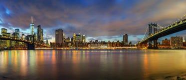 Ponte de Brooklyn e ponte de Manhattan no crepúsculo Foto de Stock