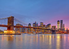 Ponte de Brooklyn e Manhattan no crepúsculo Fotografia de Stock Royalty Free