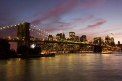 Ponte de Brooklyn e Manhattan no por do sol Imagem de Stock Royalty Free