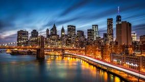 Ponte de Brooklyn e o Lower Manhattan imagens de stock