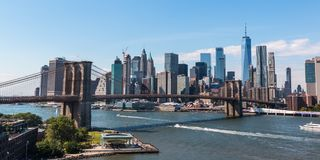 A ponte de Brooklyn e o Manhattan do centro foto de stock royalty free