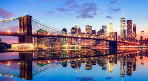 Ponte de Brooklyn em New York no por do sol fotografia de stock