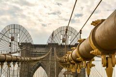 A ponte de Brooklyn icónica em New York fotos de stock