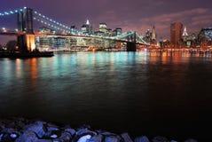 Ponte de Brooklyn na noite imagem de stock
