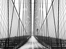 Ponte de Brooklyn na queda de neve fotografia de stock