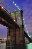 Ponte de Brooklyn no crepúsculo Imagens de Stock Royalty Free
