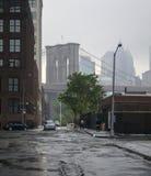 Ponte de Brooklyn no horizonte foto de stock