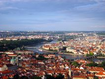 Ponte de Charles sobre o rio de Vltava imagem de stock