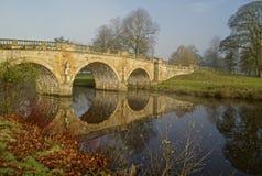 Ponte de Chatsworth refletida Imagens de Stock Royalty Free