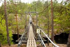 Ponte de corda no parque nacional Repovesi, Finlandia Fotos de Stock