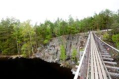 Ponte de corda no parque nacional Repovesi, Finlandia Imagens de Stock Royalty Free