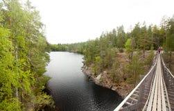 Ponte de corda no parque nacional Repovesi, Finlandia Imagem de Stock