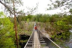 Ponte de corda no parque nacional Repovesi, Finlandia Fotos de Stock Royalty Free