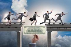 A ponte de cruzamento do dólar do conceito financeiro Imagens de Stock Royalty Free
