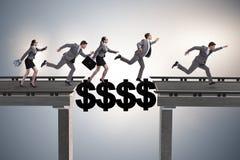 A ponte de cruzamento do dólar do conceito financeiro Foto de Stock