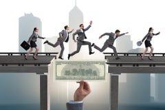 A ponte de cruzamento do dólar do conceito financeiro Imagem de Stock