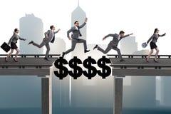 A ponte de cruzamento do dólar do conceito financeiro Fotos de Stock