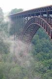 Ponte de desfiladeiro de rio novo imagem de stock