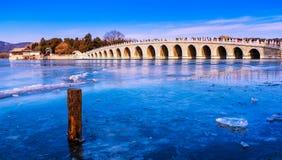 Ponte de dezessete arcos no palácio de verão Imagens de Stock