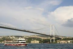 Ponte de Europa a Ásia Foto de Stock Royalty Free