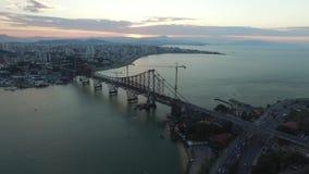Ponte de Florianopolis da vista aérea, Brasil Em julho de 2017 filme
