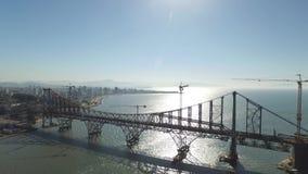 Ponte de Florianopolis da vista aérea, Brasil Em julho de 2017 vídeos de arquivo
