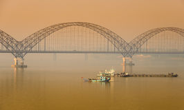 Ponte de Irrawaddy em Sagaing, Myanmar imagens de stock