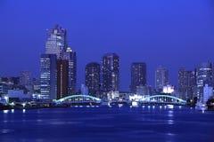 Ponte de Kachidoki e rio de Sumida em Tokyo, Japão imagem de stock royalty free