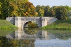 A ponte de Karpin Parque do palácio de Gatchina Região de Leninegrado, Rússia foto de stock royalty free