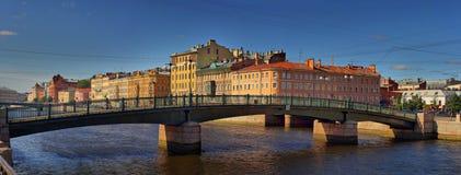 Ponte de Krasnoarmeysky e rio de Fontanka em St Petersburg imagem de stock royalty free