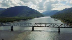 Ponte de Kuandinsky sobre o rio de Vitim vídeos de arquivo