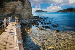 A ponte de madeira a Agios Sostis em Zakynthos imagens de stock
